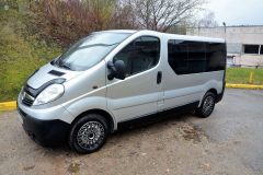 opel-vivaro-passazhirskie-do-3-5-t2